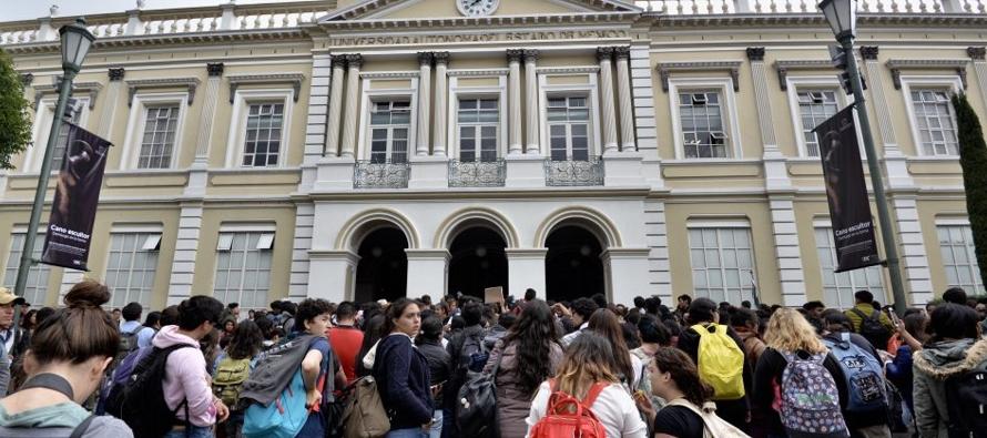 "En 2017, la SEP repartió entre 28 universidades 589.3 millones de pesos, ""sin que la..."