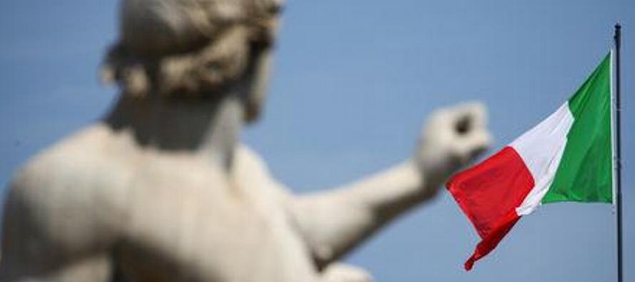 El vice primer ministro, Luigi Di Maio, y el ministro de Economía, Giovanni Tria, dijeron...