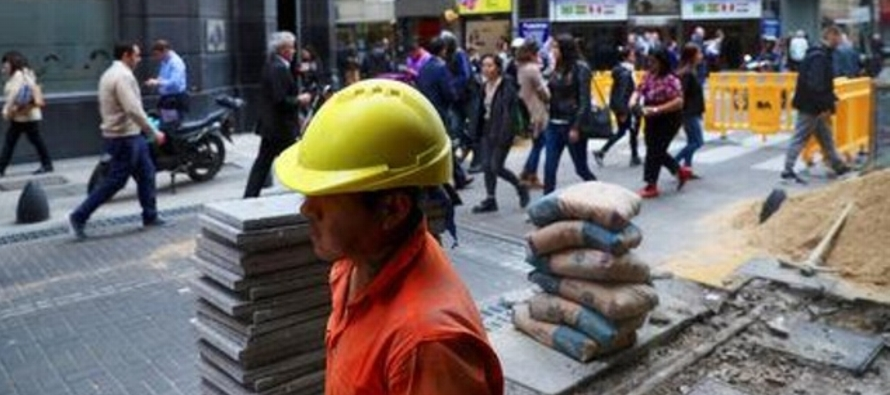 Argentina establece mecanismo para despidos sin causa; dispone bono para trabajadores privados