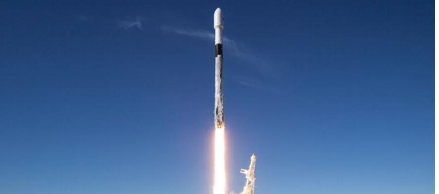 El cohete despegó de la Base Vandenberg de la Fuerza Aérea de Estados Unidos,...