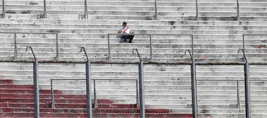 El juego de ida, que debía celebrarse en la cancha de Boca el 10 de noviembre, fue...