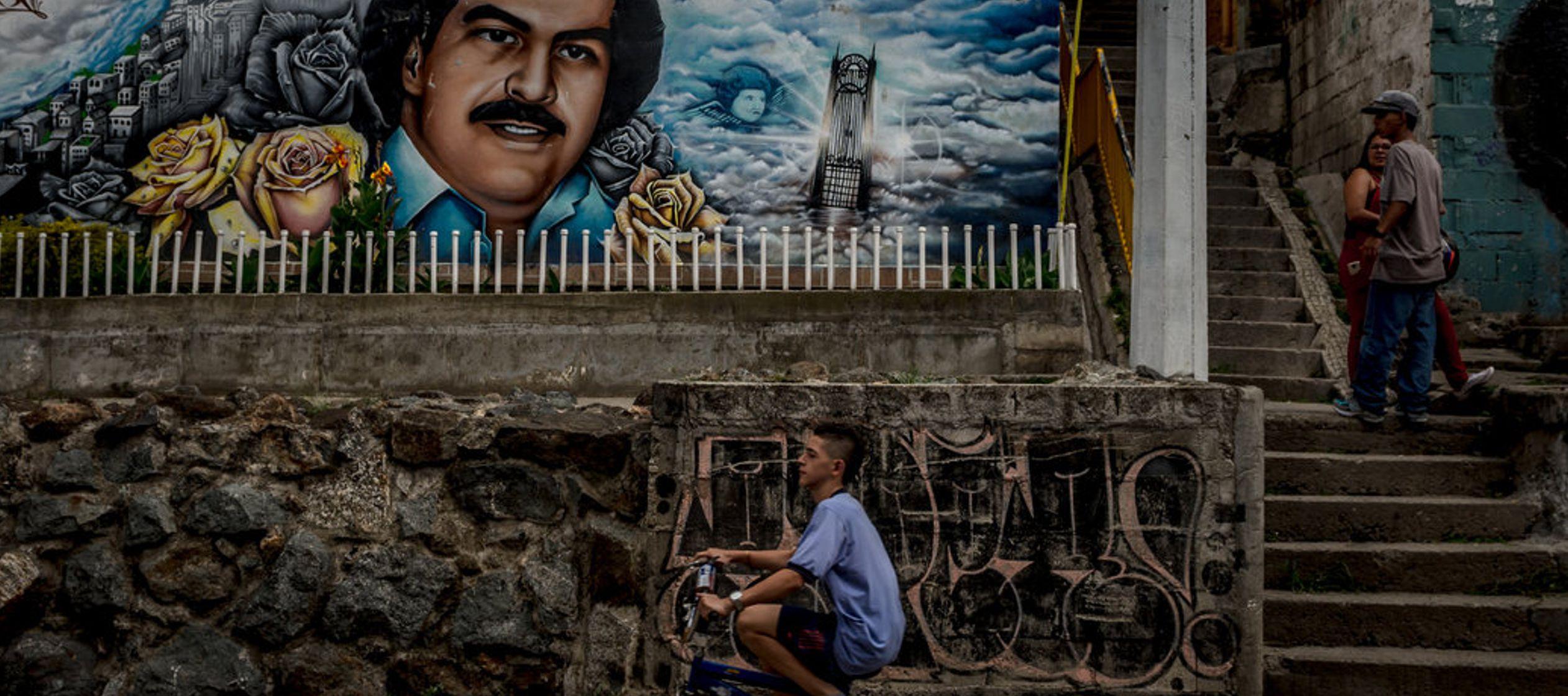 Había sido alcanzado por el largo brazo de Pablo Escobar, el narcotraficante que...