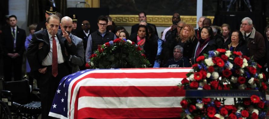 Tres expresidentes presenciaron en la Catedral Nacional de Washington mientras un cuarto -George W....