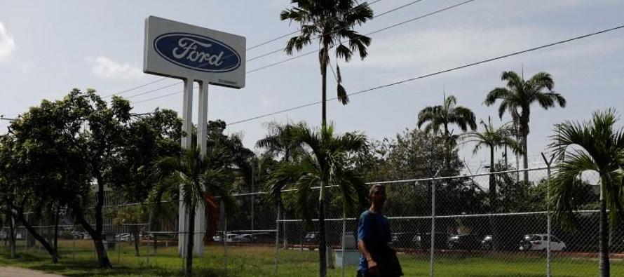 Ford afirmó en un comunicado el martes que seguirá en el país petrolero...