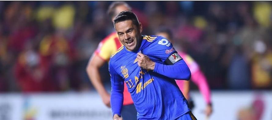 Juninho inició su carrera en el 2002 con el Coritiba de su país, donde también...