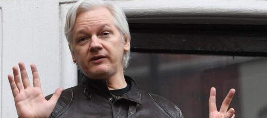 Ecuador ha estado conversando con el gobierno británico para asegurarse de que Assange no...