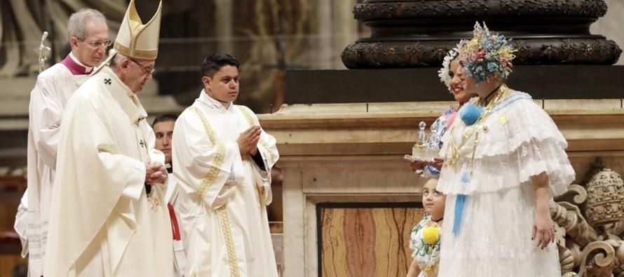 Francisco honra Virgen de Guadalupe, patrona de América