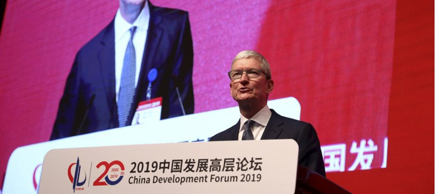 El director general de Apple, Tim Cook, exhortó el sábado a China a seguir...