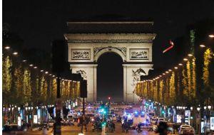 Un policía ha muerto y otros dos han resultado heridos durante el tiroteo que ha tenido lugar en la avenida de los Campos Elíseos de París, cerca de la estación de metro Franklin D. Roosevelt.
