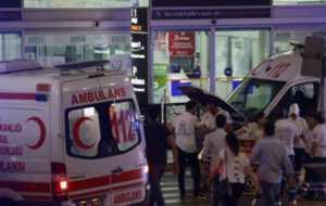 Tres suicidas con bombas abrieron fuego el martes y luego se inmolaron en el principal aeropuerto internacional de Estambul, causando la muerte de al menos 36 personas y dejando cerca de 150 heridos.