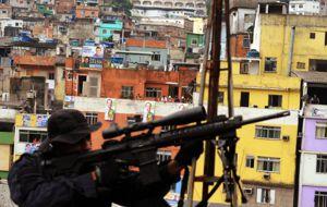 M�s all� del brillo ol�mpico, una guerra azota las favelas de R�o